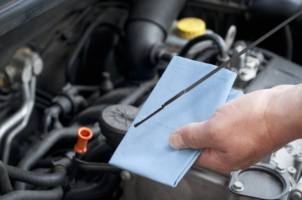 Quick tips for checking vehicle fluids aaa approved auto for Motor oil for my car